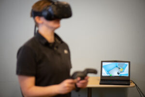 A student trains on the virtual reality simulator